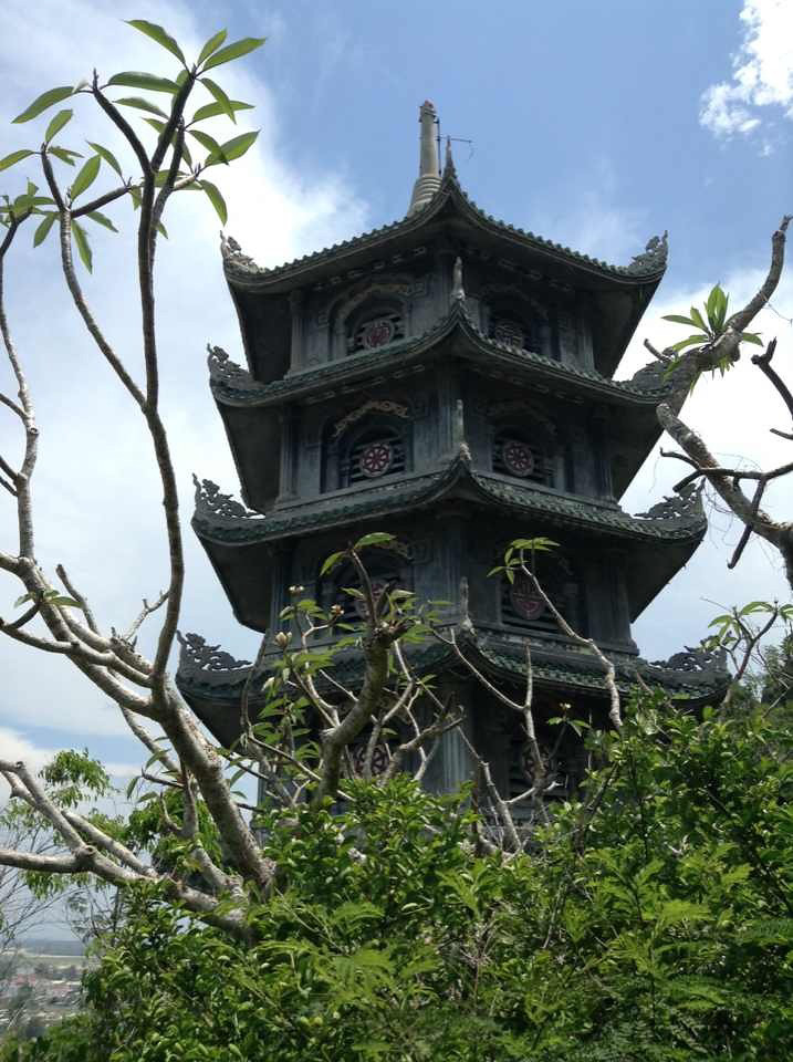 pagoda at marble mountain