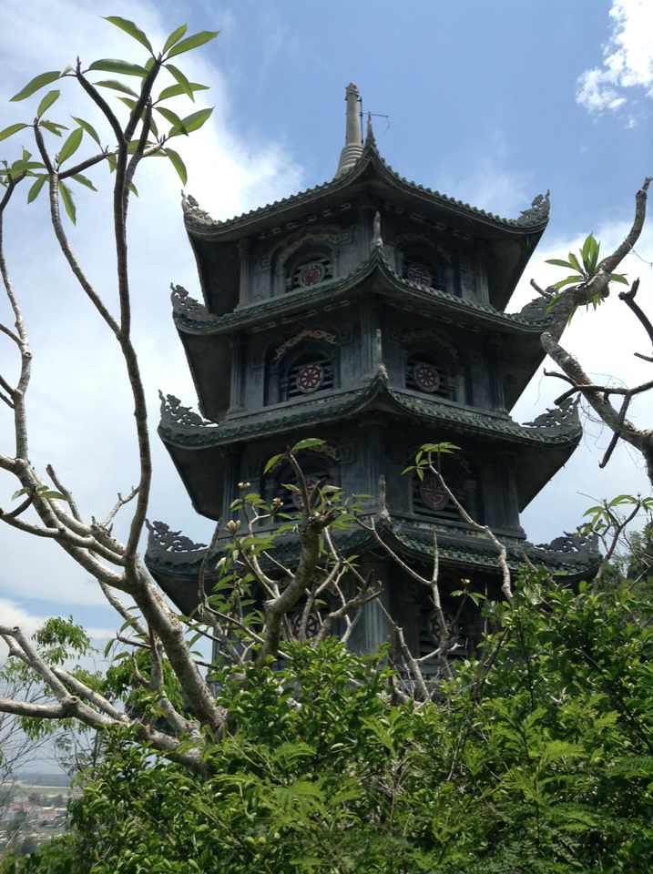 pagoda at marble mountain