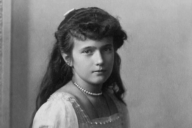 Grand Duchess Anastasia Nikolaevna of Russia; restoration completed by Crisco 1492 (uploader)