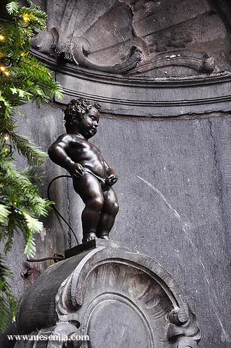 La famosa estatua del nen que pixa a Brussel·les