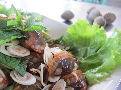 การลวกหอยแครงให้สุกพอดีและแกะเปลือกง่าย
