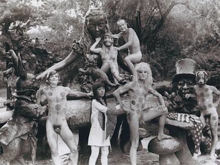 Happening Explosión Anatómica en la estatua de Alicia en el país de las maravillas, Central Park 1968