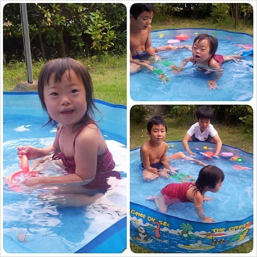 実家の庭でプール