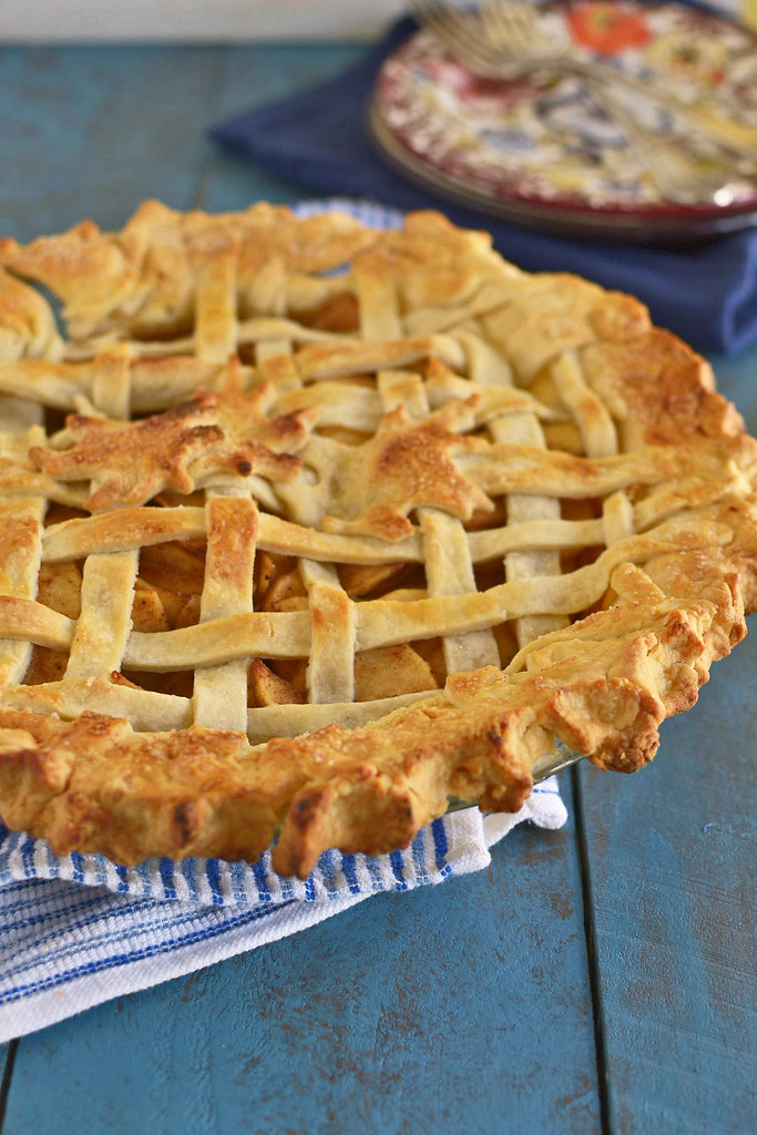 Cinnamon Apple Pie via LittleFerraroKitchen.com