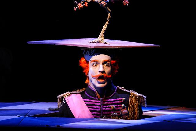 Michel de Souza as the King in El gato con botas © ROH / Catherine Ashmore 2013