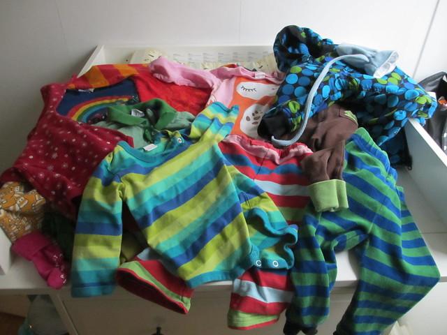 Sander 12 månader, axplock av kläder som används just nu