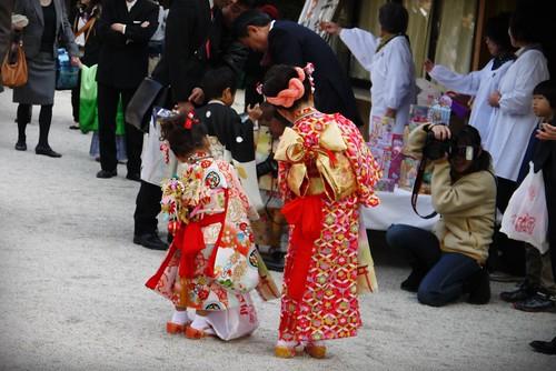 #55 穿和服來訪過七五三節的姊妹花女孩兒,合照動作倒是挺有默契(笑)