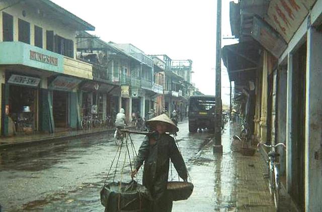 Hue 1963 - Mưa trên phố Huế