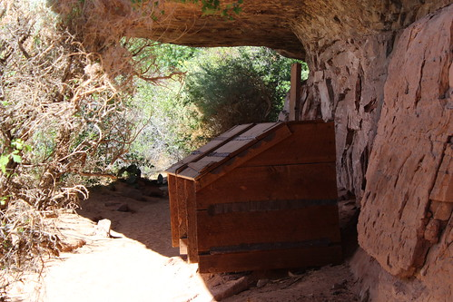 IMG_2691_Grain_Box_on_Cave_Spring_Trail