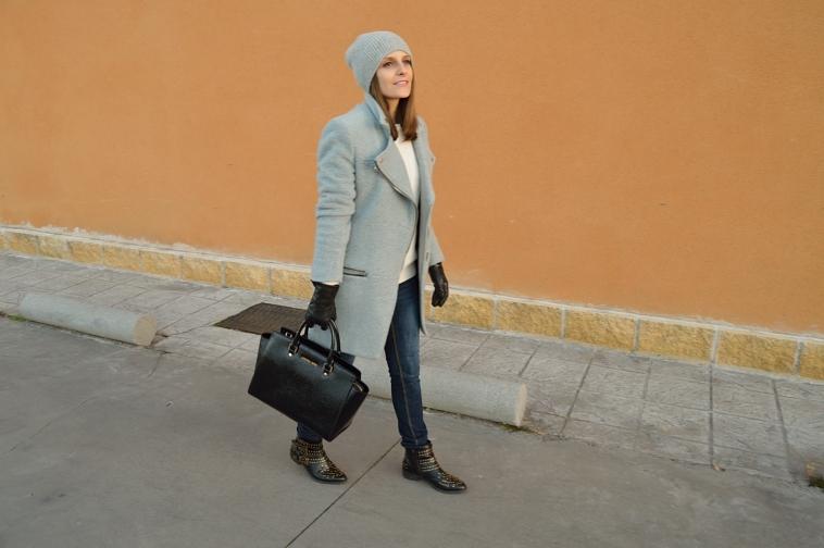lara-vazquez-madlula-blog-casual-grey-chic-style