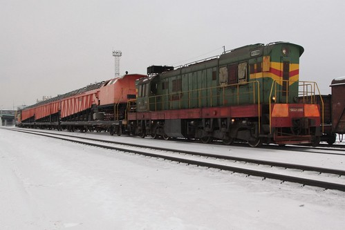 Diesel locomotive ЧМЭ3-3986 pushes the snow clearance train from the rear