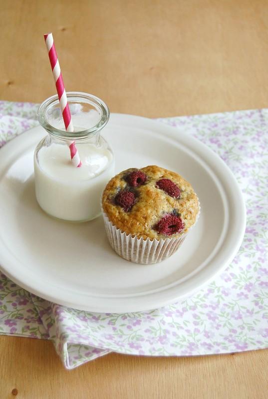 Banana raspberry muffins / Muffins de banana e framboesa
