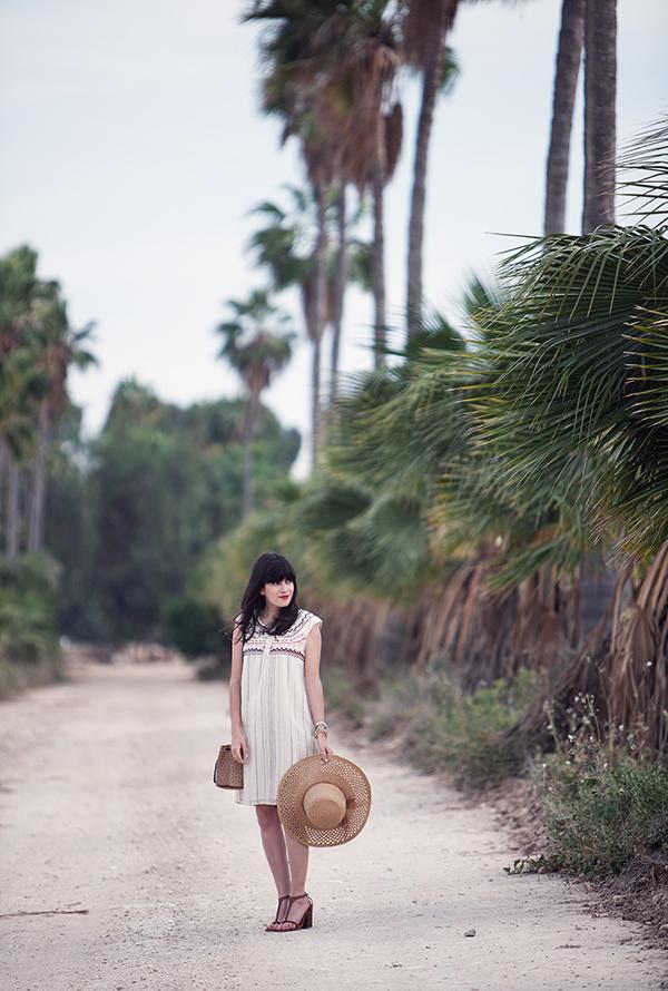 israeli fashion blog, palm trees, boho dress, celine sandals, אפונה בלוג אופנה, בלוג אופנה ישראלי, כובע קש, שמלה