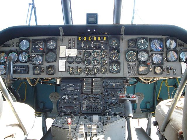 V-107バートル コクピット