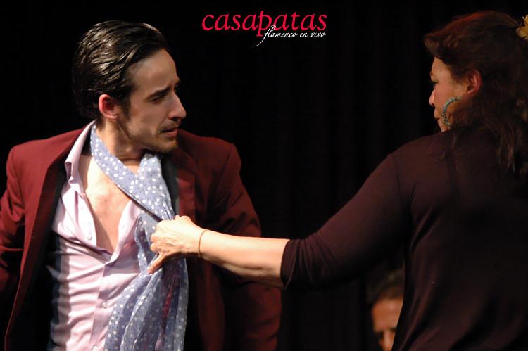 El bailaor Cristian Pérez encabeza el baile junto a Carmela Greco. Foto: Martín Guerrero