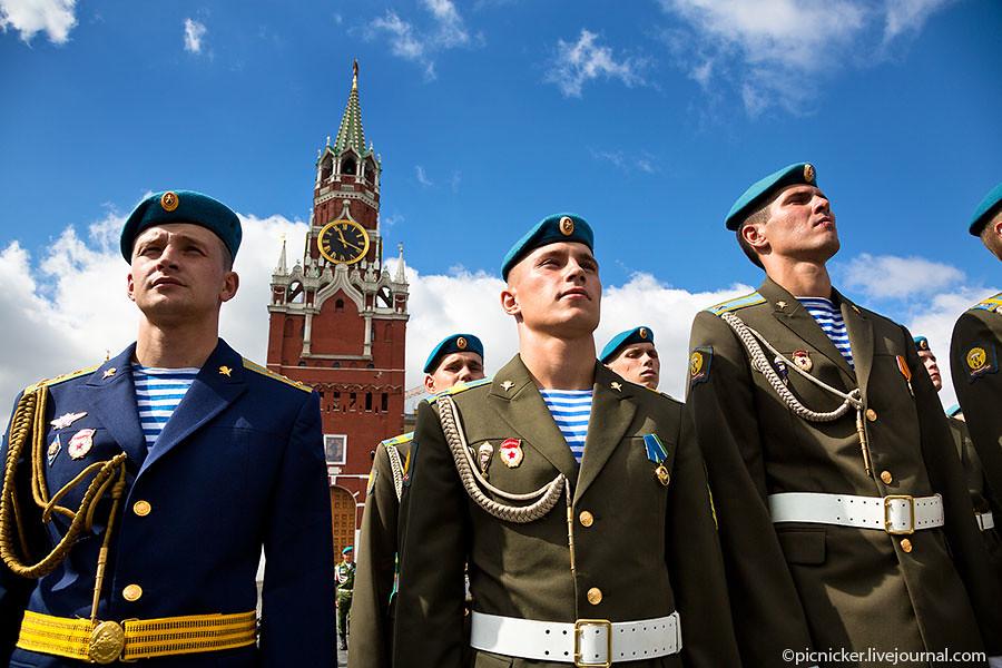 Празднование дня ВДВ и Крестный ход в Москве 2013 фото ©binorable.livejournal.com