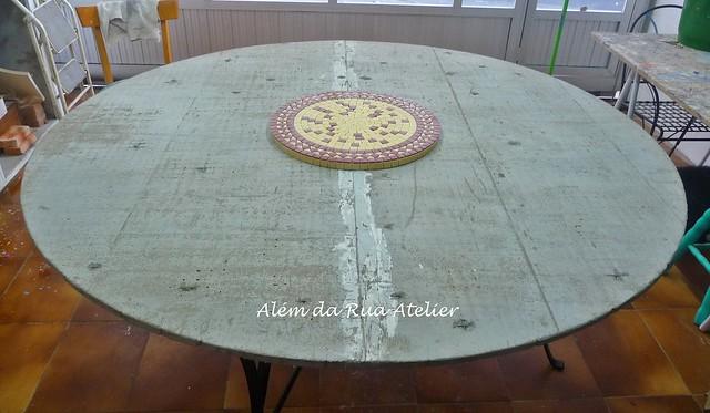 Estou fazendo uma mesa GIGA em mosaico!!!