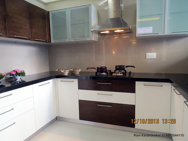 Modular kitchen with chimney & hob - Did you visit the 4 BHK show flat of Metro Jazz, opposite VITS Hotel,  Mhalunge - Baner Annex?