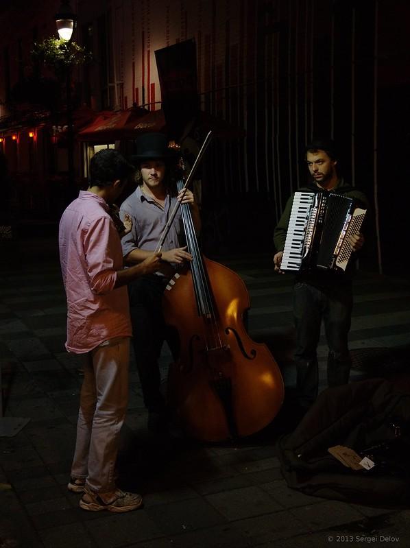 Montreal St Denis street music