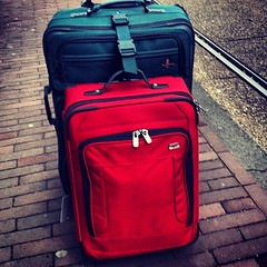 bag(1.0), hand luggage(1.0), red(1.0), baggage(1.0), suitcase(1.0),