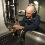 USS HARPERS FERRY (LSD 49)_140129-N-TQ272-180 2