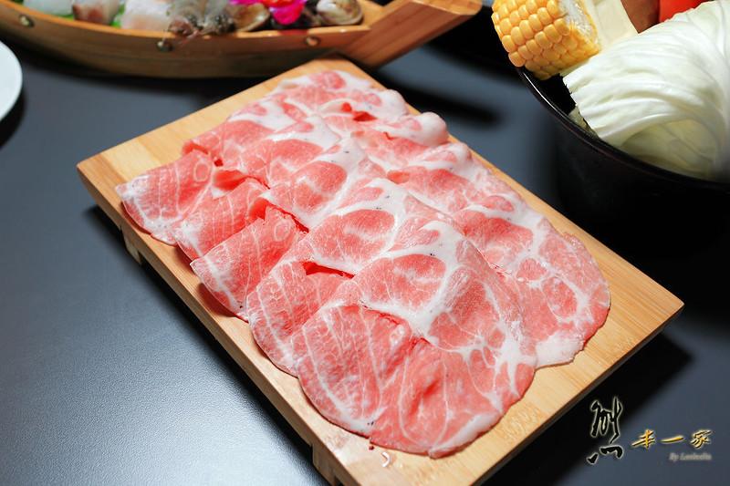 [淡水捷運美食餐廳]九濤石頭火鍋~美味台東關山香草豬|淡水大塊牛排旁