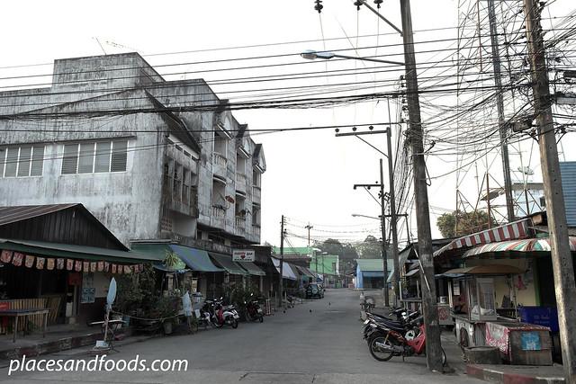 golok empty street