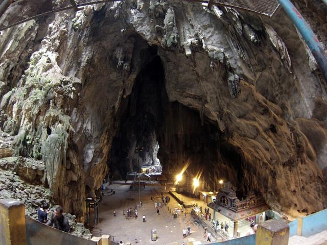 Interior de las Cuevas Batu Cuevas Batu en Malasia, el templo hindú más grande fuera de la India - 14519915897 9901491fb8 z - Cuevas Batu en Malasia, el templo hindú más grande fuera de la India
