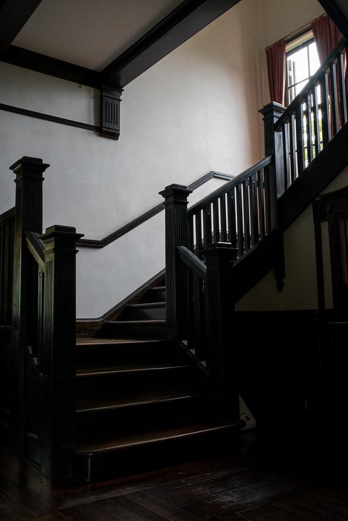 外交官の家-階段-