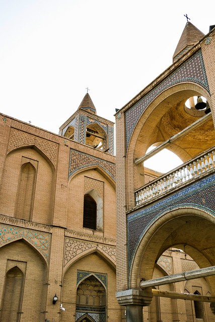 Bell tower and main building of Vank Cathedral, Isfahan, Iran イスファハン、ヴァーンク教会と鐘楼