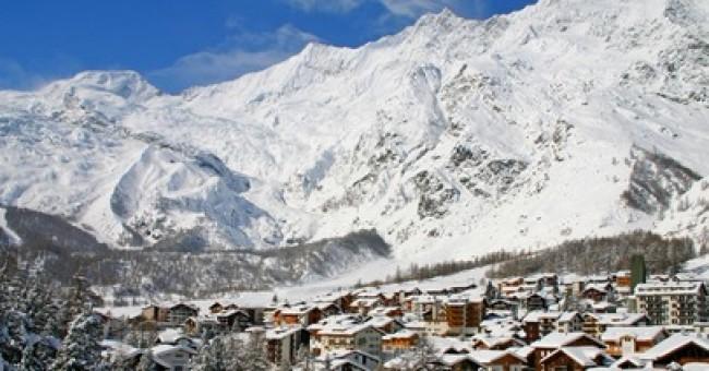 Saas Fee: lyžování na skalní římse