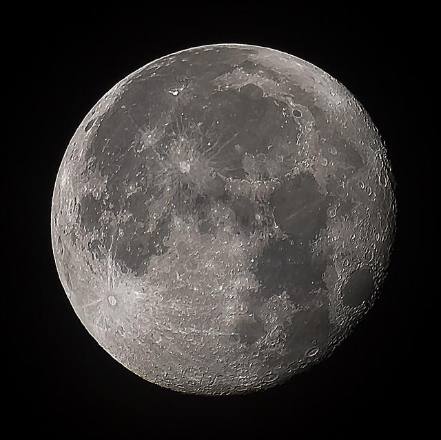 Moon 2016-11-16, Canon EOS 5D MARK IV, Sigma 50-500mm f/4.5-6.3 APO DG OS HSM