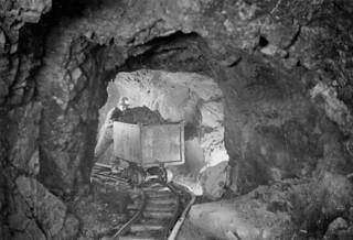 A miner hauling a car of silver radium ore, Eldorado Mine, Great Bear Lake, Northwest Territories /   Un mineur déplace un chariot contenant du minerai de radium argenté, mine Eldorado, Grand lac de l'Ours, Territoires du Nord-Ouest