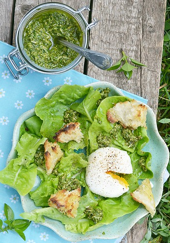 green salad with egg