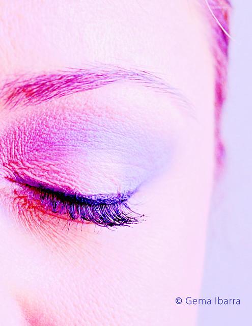 Makeup artist - Violet Eye