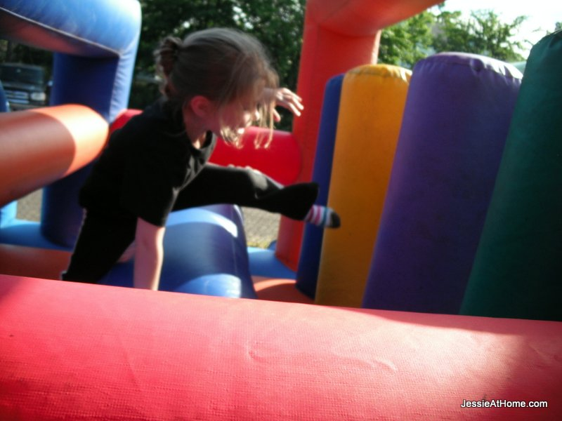 obstacle-course-at-family-fun-night-13