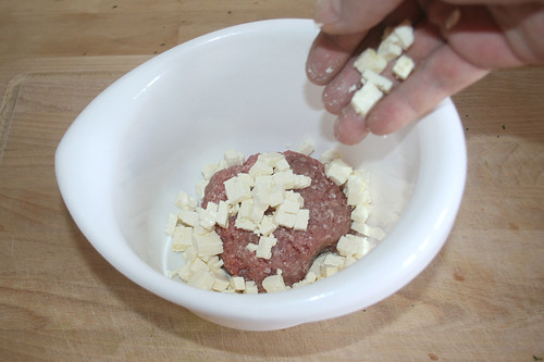 30 - Hack & Feta in Schüssel geben / Put ground meat & feta to bowl