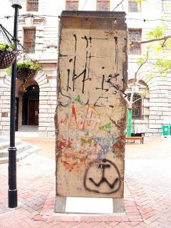 Fragmento del muro en Cape Town (South Africa), único fragmento en continente africano Muro de Berlin, viajero mundial por la paz - 9697664115 69abef85bc o - Muro de Berlin, viajero mundial por la paz