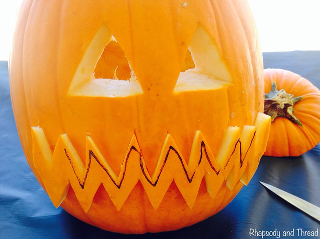 Halloween Tutorial: How to carve a pumpkin in 5 easy steps by Rhapsody and Thread