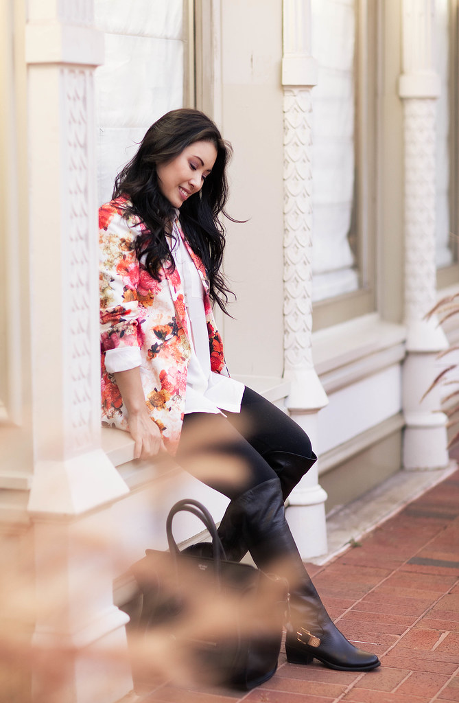 cute & little blog | oasap floral blazer, white top, lululemon wunder under tights, vince camuto bedina otk boots outfit