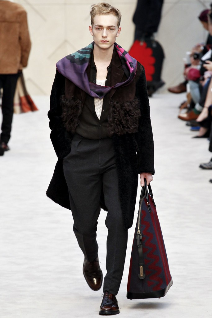 FW14 London Burberry Prorsum017_Marijn Valk(VOGUE)