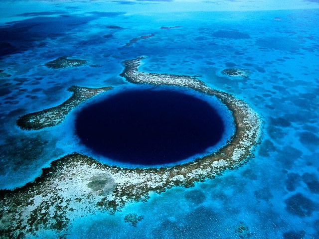 Great Blue Hole - Belize by CC user pheterson on Flickr