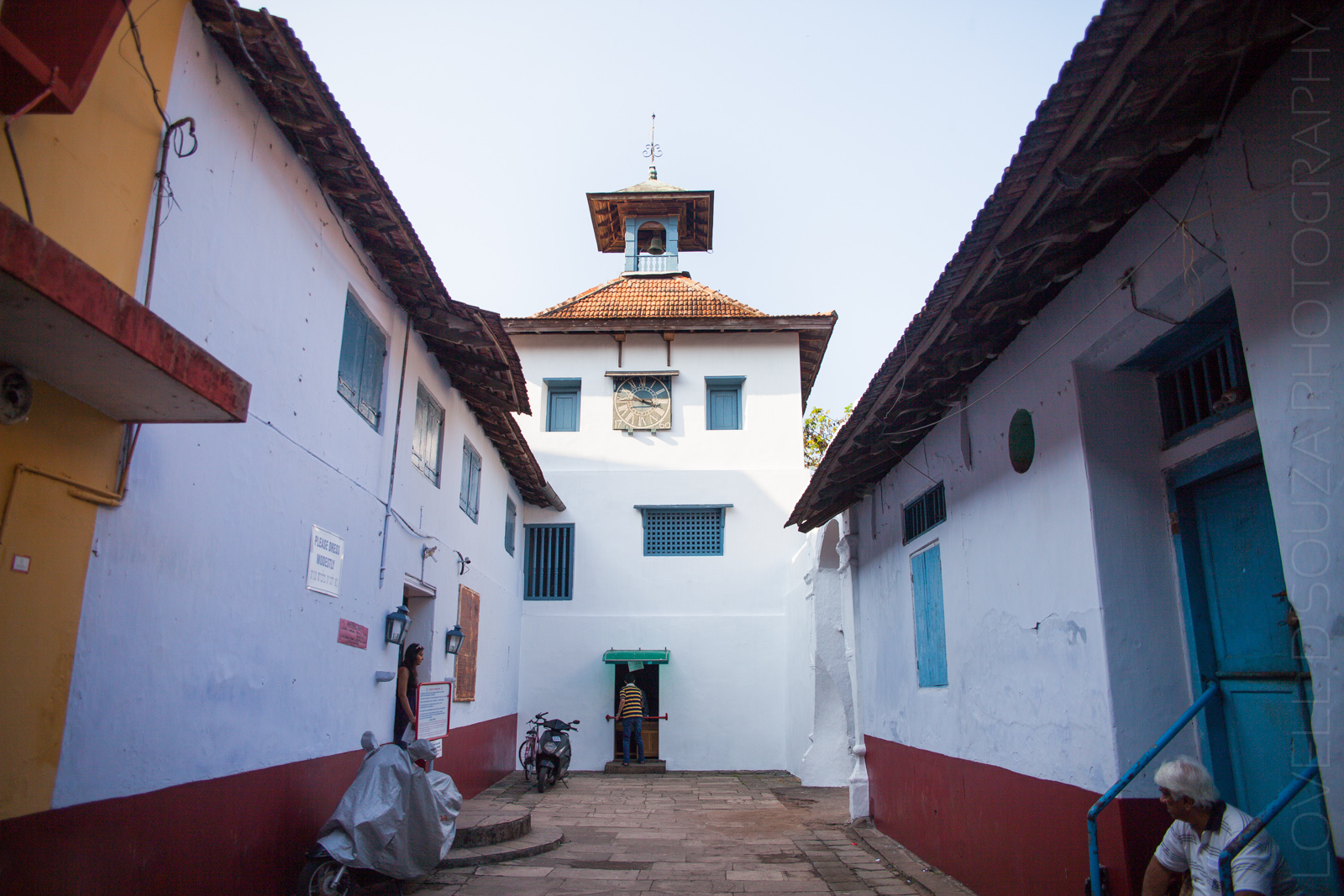 Exploring the Paradesi Synagogue and the Jew Town in Mattancherry