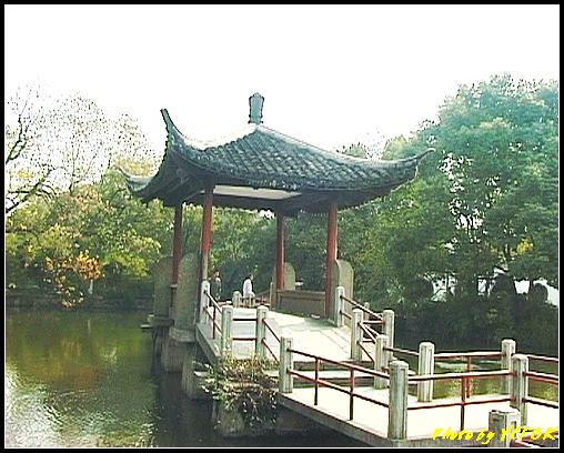 杭州 西湖 (其他景點) - 430 (西湖小瀛洲 上的亭台樓閣 用三種字體寫出 亭亭亭的亭)