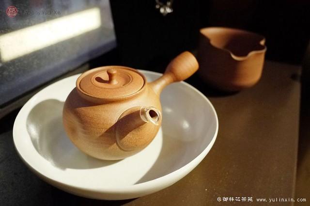 出自於日本老师傅传统技艺的茶器,朴实却精巧,值得细细玩味.