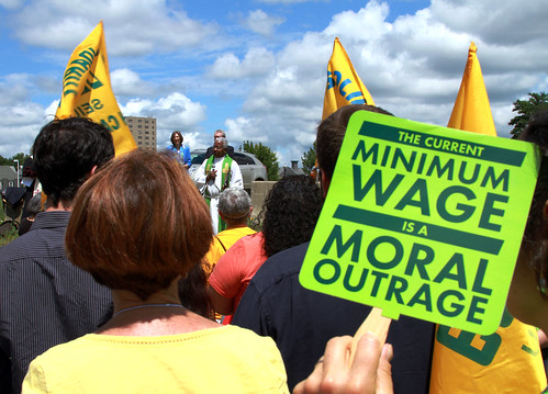 Interfaith Workers Rally to Raise the Minimum Wage
