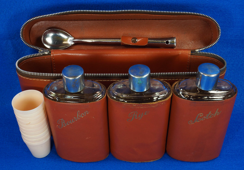 RD14514 Vintage Travel Bar Set in Leather Case with 3 Leather Wrapped Glass Flasks DSC06187