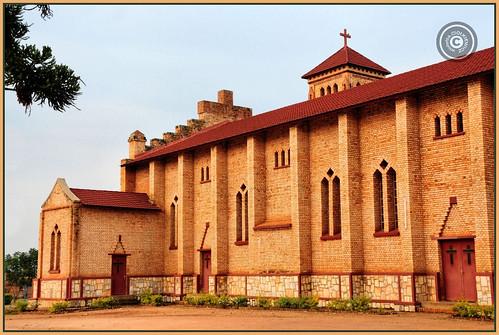 rwanda républiquedurwanda repubulikay'urwanda africa wiolettaciolkiewicz paysdesmillecollines igihugucy'imisoziigihumbi cathedral butare huye church shrine architecture