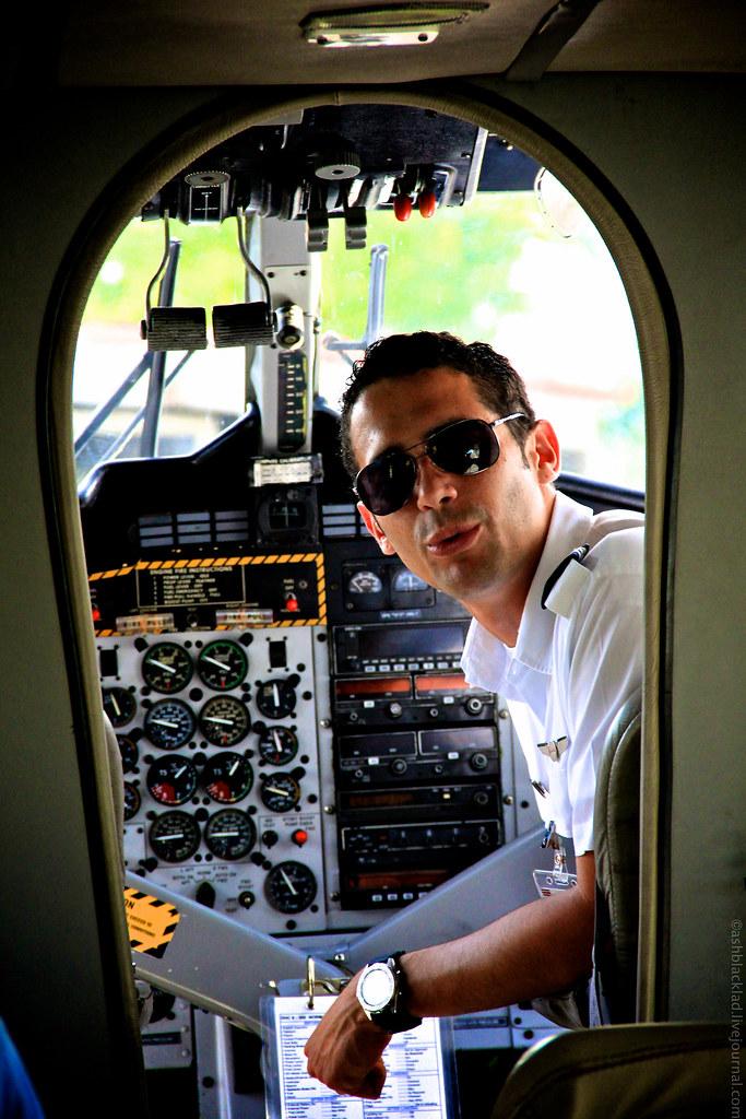 Второй пилот делает объявление - P.A.  announcement aboard Nature Air