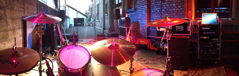 Panoramabild hinter Schlagzeug